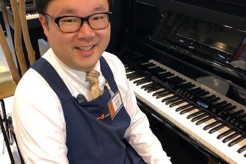 スタッフ写真電子ピアノ岩切