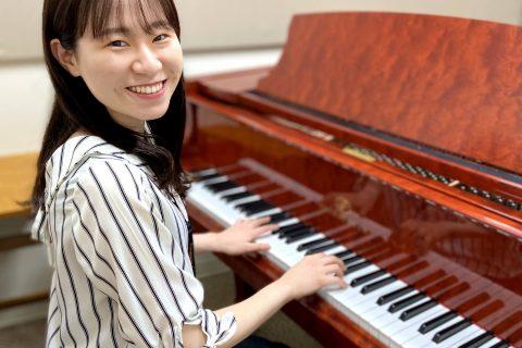 スタッフ写真ピアノインストラクター貞嶋