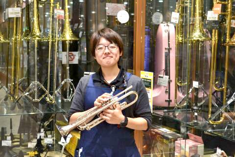 スタッフ写真管楽器、キーボード、楽譜隈﨑