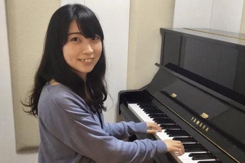スタッフ写真ピアノインストラクター野坂