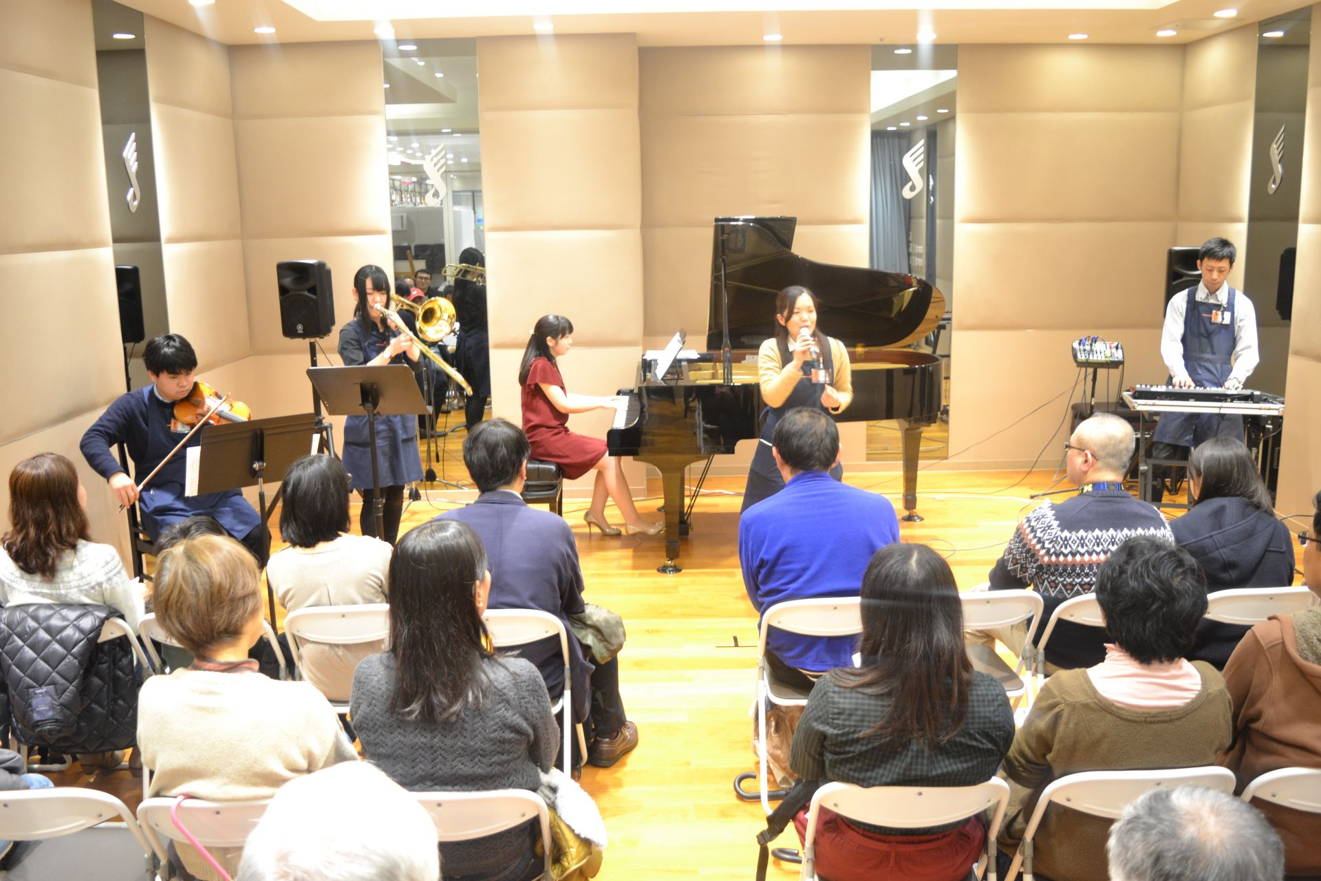 島村楽器 南船橋 クリスマス ピアノコンサート スタッフ演奏
