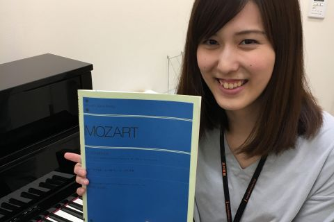 スタッフ写真ピアノインストラクター髙橋