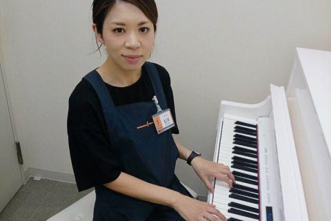 スタッフ写真ピアノ・楽譜松本
