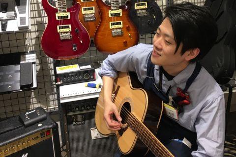 スタッフ写真アコースティックギター・マイク・デジタル機器太田