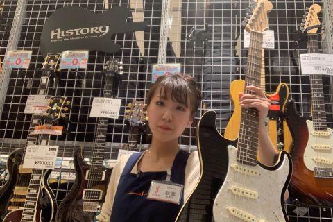 スタッフ写真ギターアクセサリー秋葉