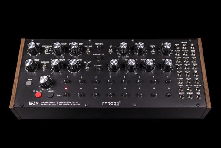 Moog ( モーグ )が、セミモジュラー・アナログパーカッション・シンセサイザー「Drummer From Another Mother (DFAM)」を発表しています。