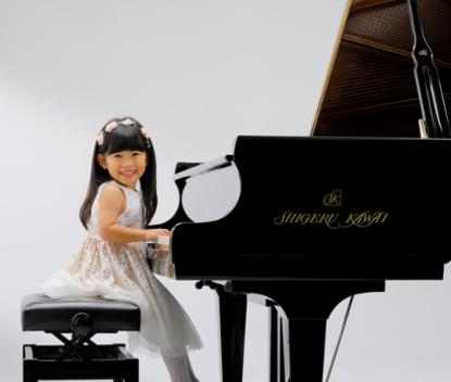 指一本でも楽しめる </p>  <p>コンサートマジック</p>  <p>コンサートマジックは、指一本で内蔵された対応曲を演奏できる機能。鍵盤でテンポを刻むことにより、誰でもピアニスト気分を味わうことができます。搭載されたコンサートマジック88曲を、マジカルタクト、マジカルメロディ、マジカルメロディ&キー、の3種類の演奏スタイルで楽しむことができます。