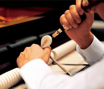 コンサートチューナーは、調律師が行うようなピアノ音の調整ができる機能です。細やかで繊細な調整をすることで、自分好みのピアノ音をつくりだすことができます。調整可能な項目は、タッチカーブやボイシング、ハンマーディレイなど、全部で19項目。つくりあげたピアノ音を保存しておけば、いつでもお好みの音で演奏することが可能です。