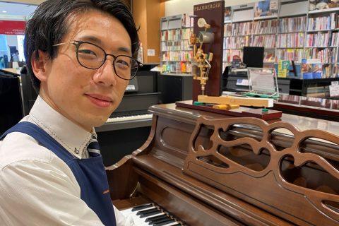 スタッフ写真エレキギター・ピアノ落合
