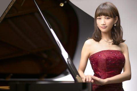 スタッフ写真ピアノインストラクター福森