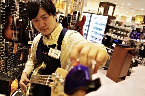 スタッフ写真〈ギター・ピアノ・デジタルアドバイザー〉担当:ピアノ・電子ピアノ・ベース・防音室戸髙