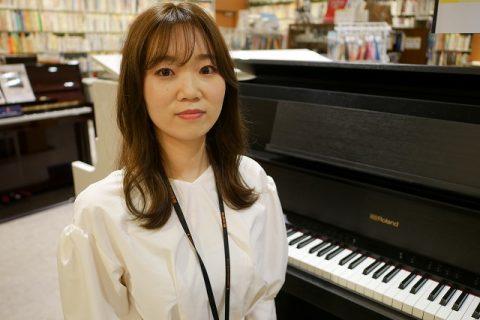 スタッフ写真ピアノインストラクター原田