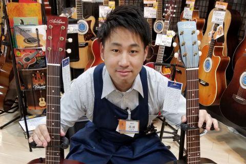 スタッフ写真アコースティックギター、エレキギター、ベース、ウクレレ、アンプ担当髙瀬