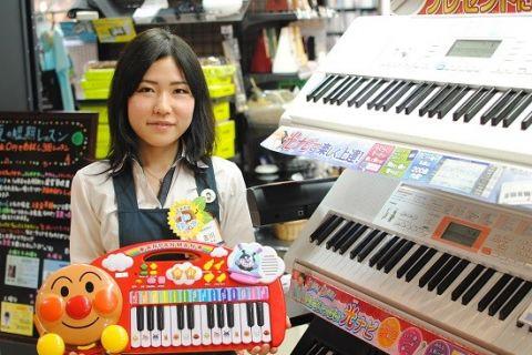 スタッフ写真楽譜、音楽教室担当吉川