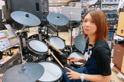 スタッフ写真ドラム、ギターアクセサリー、管楽器、弦楽器担当朝日
