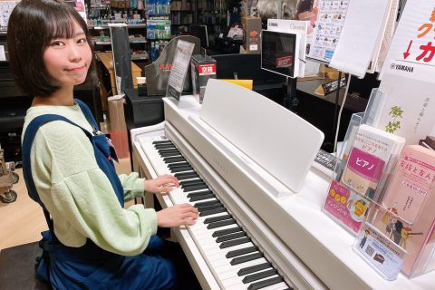 スタッフ写真ピアノ、キーボード、教育楽器担当青木