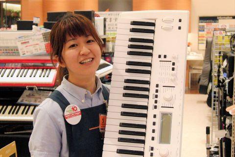 スタッフ写真ピアノ/キーボード/デジタル製品/三線豊泉