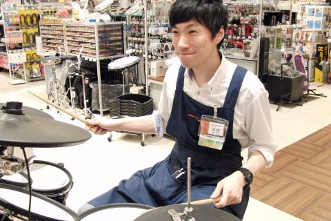 スタッフ写真副店長吉岡