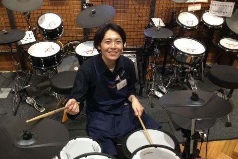 スタッフ写真ドラム担当塩野