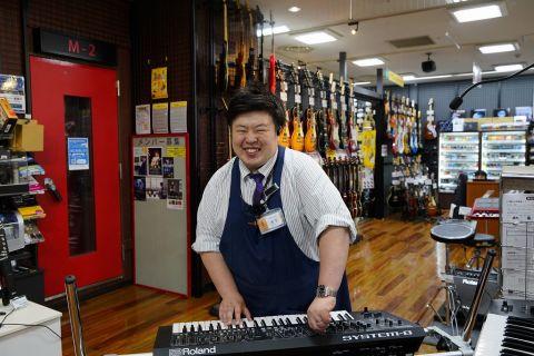 スタッフ写真店長・電子ピアノ・シンセ・DTM・DJ・PA木下