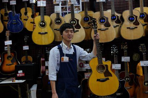 スタッフ写真アコースティックギター・クラシックギター・マンドリン金