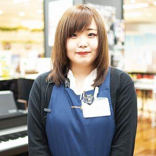 スタッフ写真電子ピアノ中村