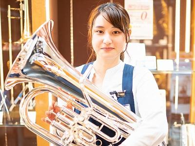 スタッフ写真管楽器シニアアドバイザー、管楽器リペア補佐岡田