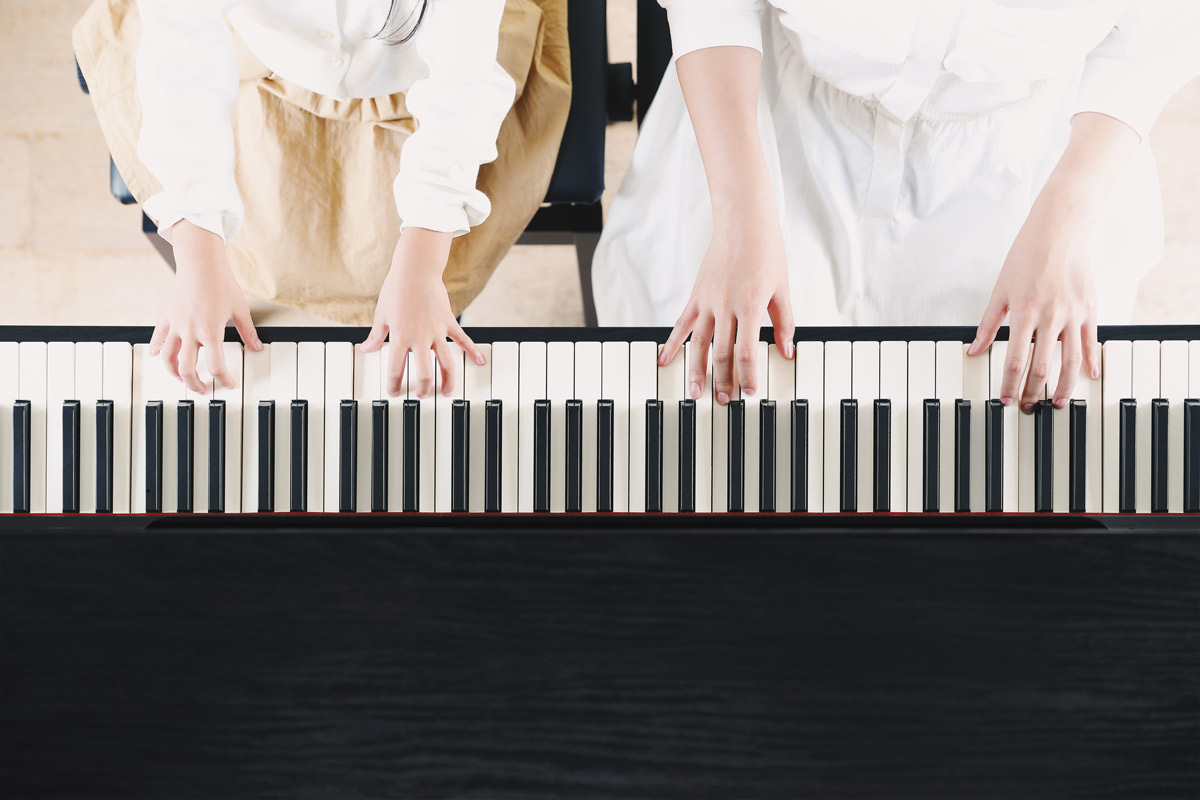 ピアノを演奏するイメージ