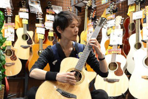 スタッフ写真エレキギター・ベース・ギターアドバイザー吉村