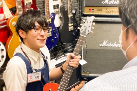 スタッフ写真アンプ・ギターアクセサリー板敷