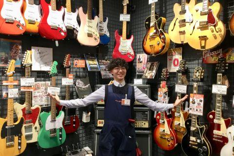 スタッフ写真エレキギター、ウクレレ、アンプ、エフェクター、ギターパーツ、防音室東