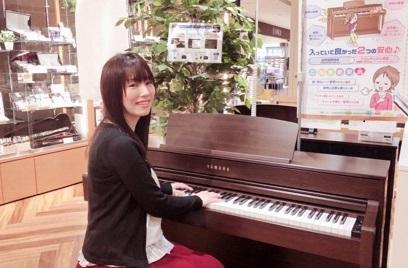 スタッフ写真ピアノインストラクター宮下