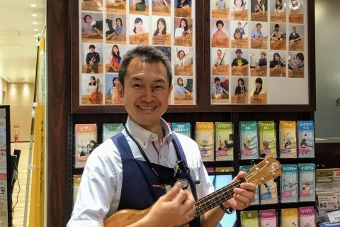 スタッフ写真店長 ギターシニアアドバイザー髙橋