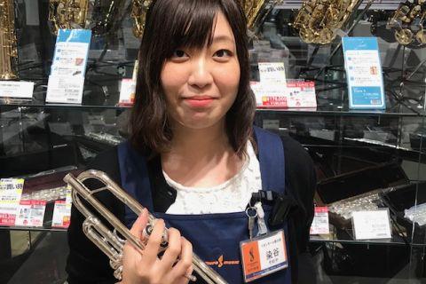 スタッフ写真ピアノ・管楽器・弦楽器・ウクレレ・楽譜染谷