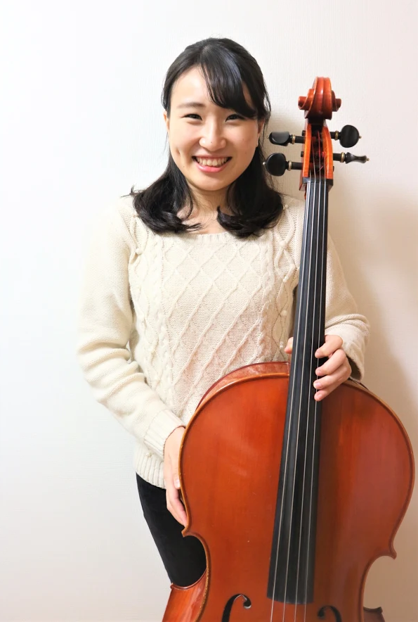 島村楽器音楽教室チェロレッスン講師溝端楓先生画像