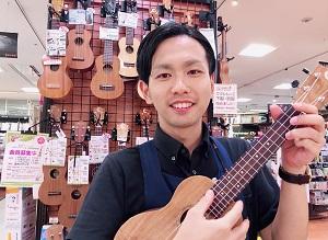 スタッフ写真アコースティックギター・ウクレレ・DTM横光