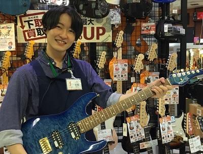 スタッフ写真ギターアクセ中西