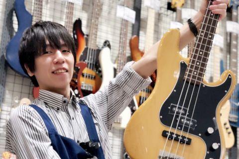 スタッフ写真アコースティックギター・エレキベース担当早川