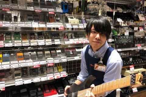 スタッフ写真アコースティックギター、打楽器、若林