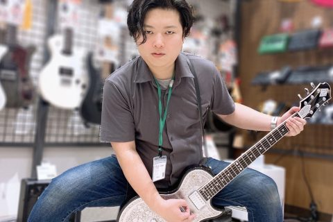 スタッフ写真ギター・ベース・アンプ・エフェクター・DAW を承っております。辻