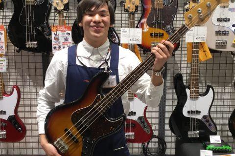 スタッフ写真デジタル・中古ギター、ベース担当森山