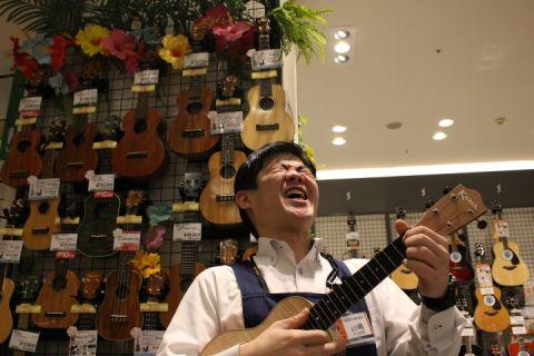 スタッフ写真アコースティックギター・音楽教室山﨑