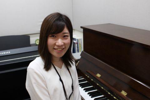 スタッフ写真ピアノインストラクター野嶋