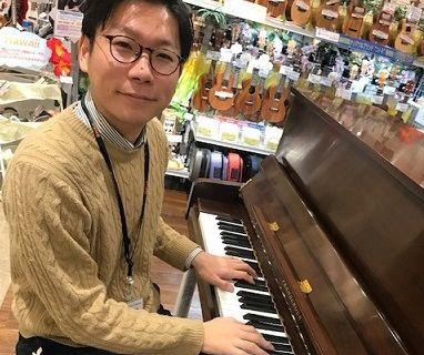 スタッフ写真ピアノインストラクター西園