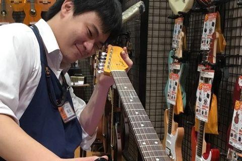 スタッフ写真エレキギター、エフェクター、アンプ、ギターアクセサリー飯田