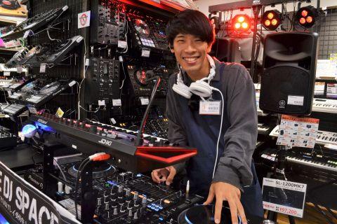 スタッフ写真DJ・エレキベース・弦藤田