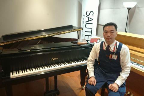 スタッフ写真ピアノ藤塚