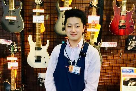 スタッフ写真エレキギター、ベース亀山