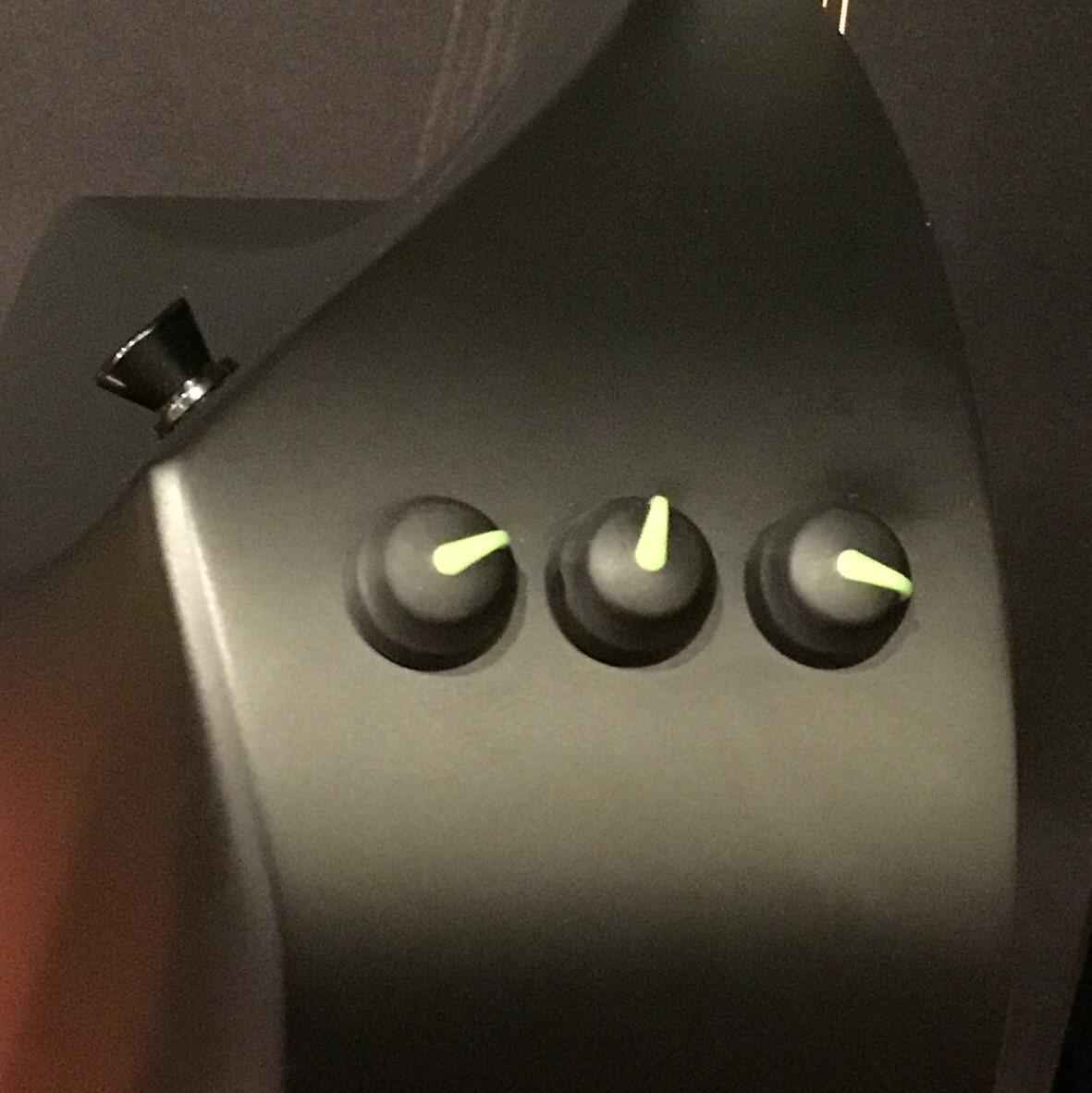 カーボンファイバー製ギターは上質なピックアップでプロ奏者からも支持