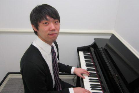 スタッフ写真ピアノインストラクター岡本